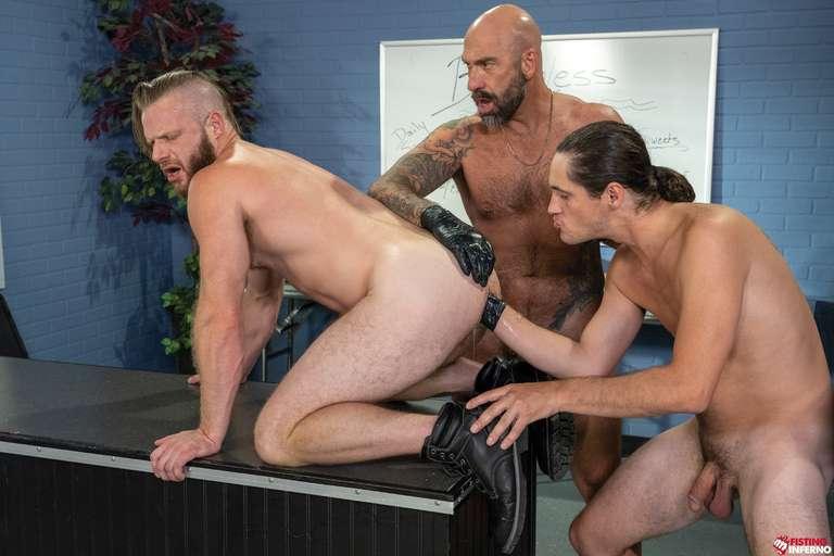 Brian Bonds, Drew Sebastian, Tony Orlando - Gay Fisting Threesome - Photo 3