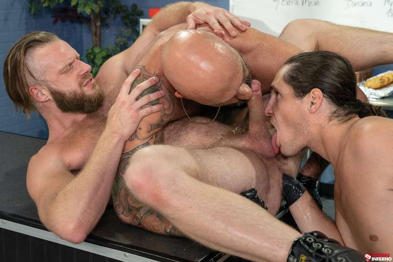 Brian Bonds, Drew Sebastian, Tony Orlando - Gay Fisting Threesome - Photo 10